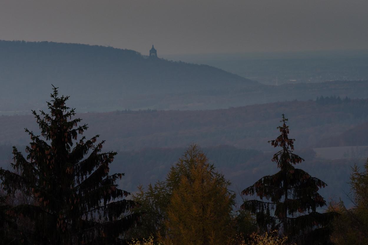 Abendstimmung am Steinberg in Schwelentrup mit Blick auf die Porta © Gerhard Tegeler